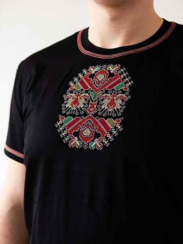 Близък кадър на Черна тениска Овчар