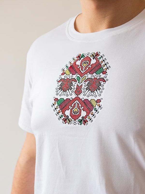 Близък кадър на Бяла тениска Овчар