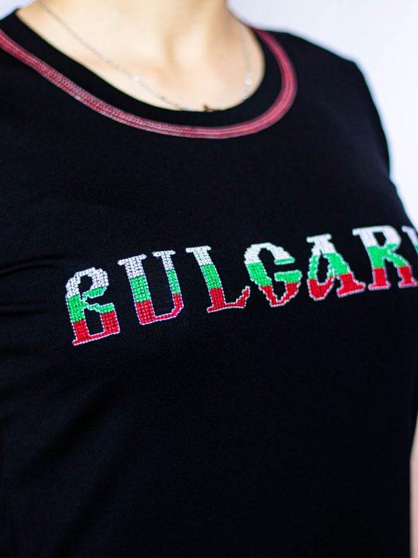 Близък кадър на Черна тениска България