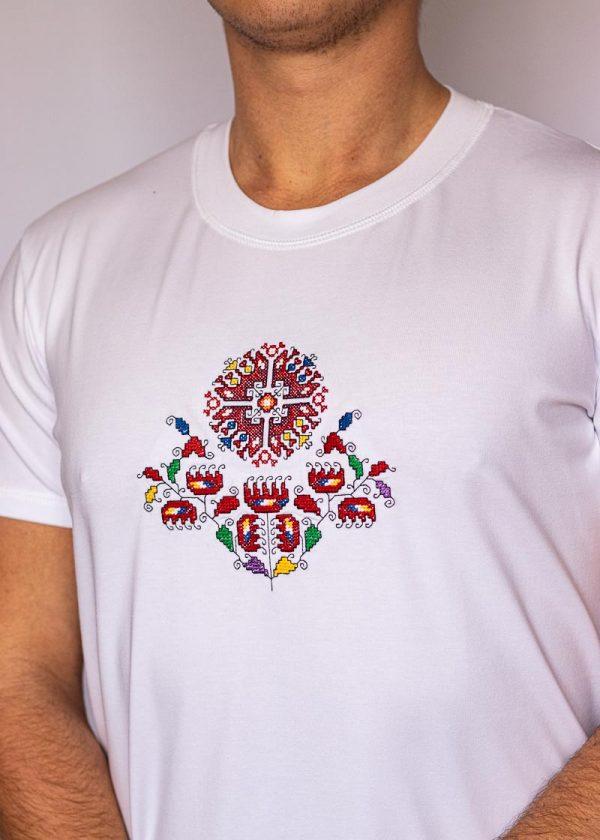 Близък кадър на Бяла Тениска Житена Питка