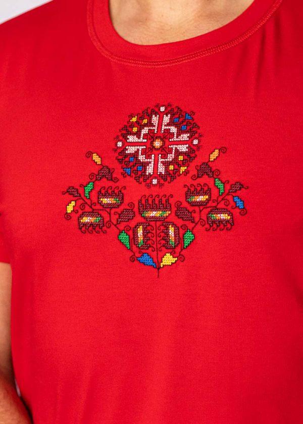 Близък кадър на Червена Тениска Житена Питка
