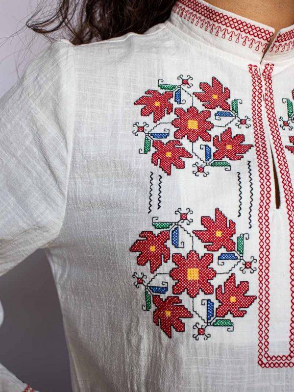 Деколте на Ловешка риза
