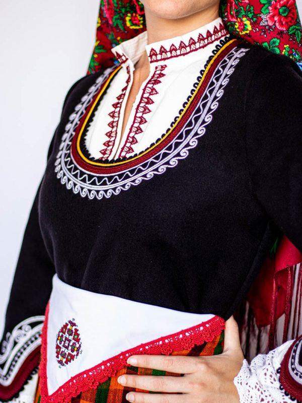 Деколте на Чепеларска носия
