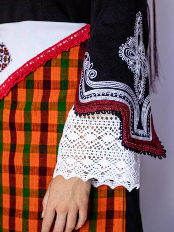 Ръкав на сукман на Чепеларска носия