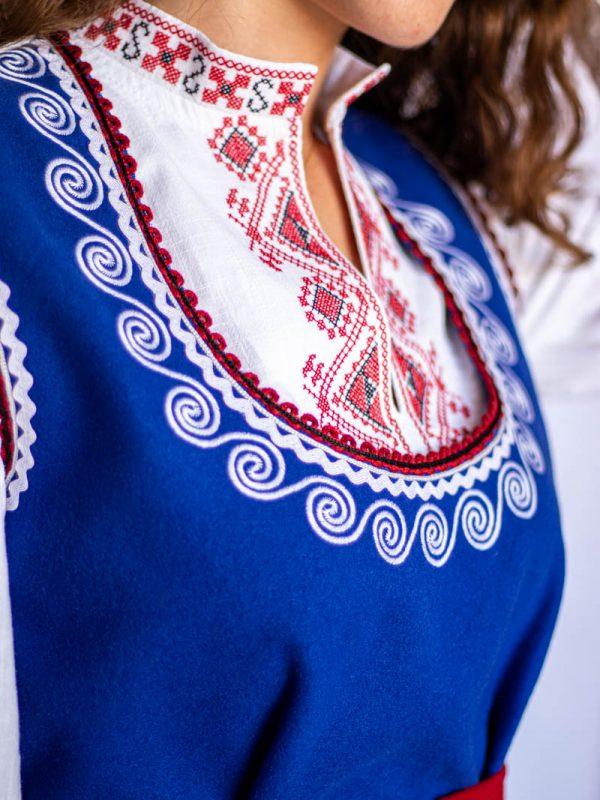 Деколте на Ихтиманска носия